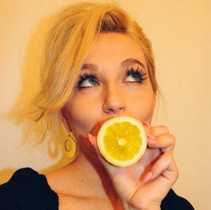 woman-orange-909326_1280